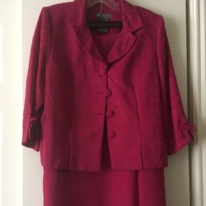 Dresses & Skirts - Pretty ladies skirt outfit. Dark pink